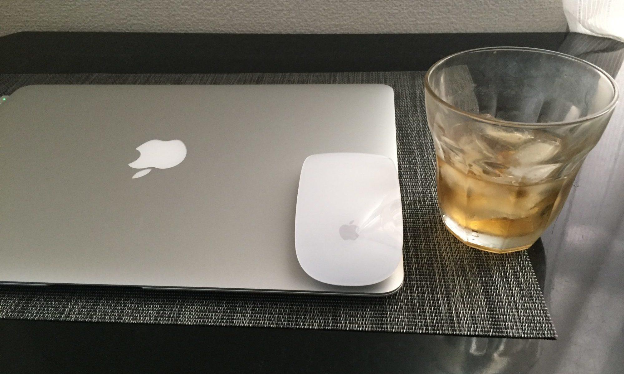 パソコン、ウイスキー