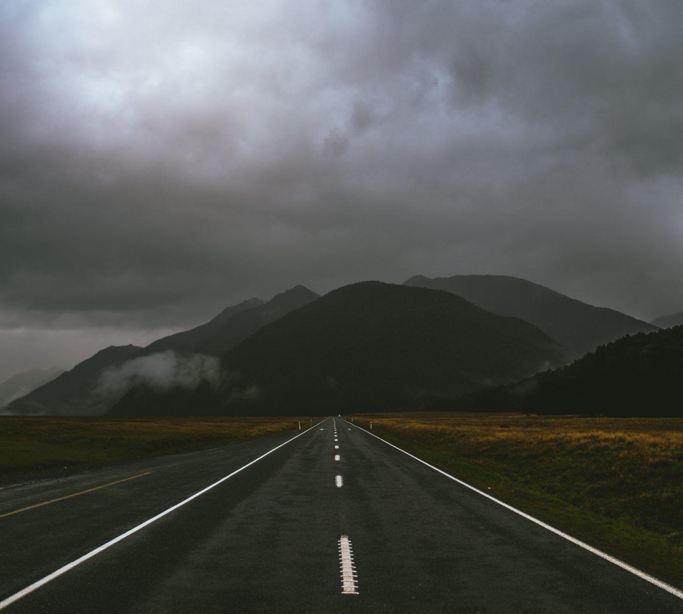 雲がある道