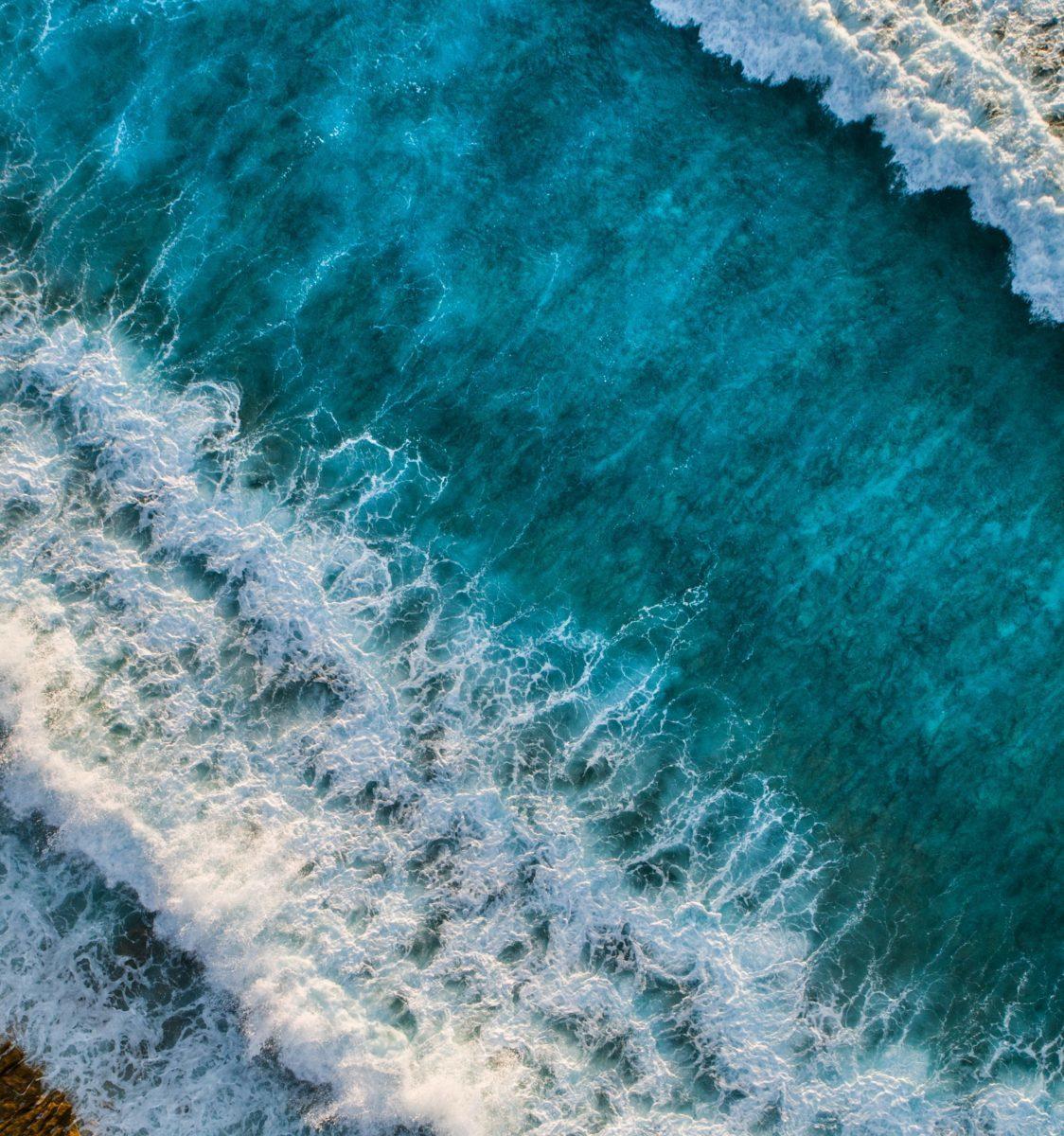 青い爽やかな海