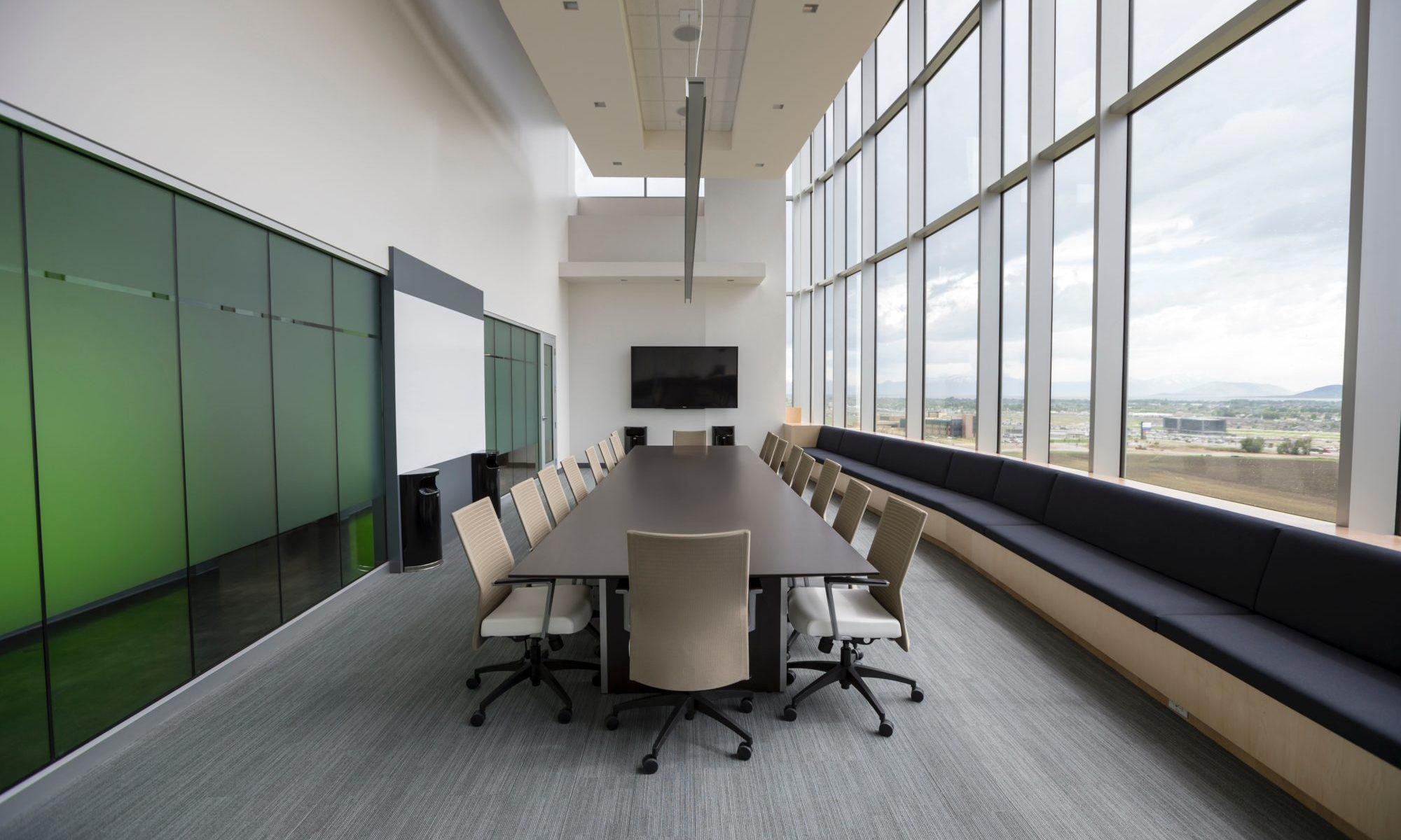 整理整頓された会議室