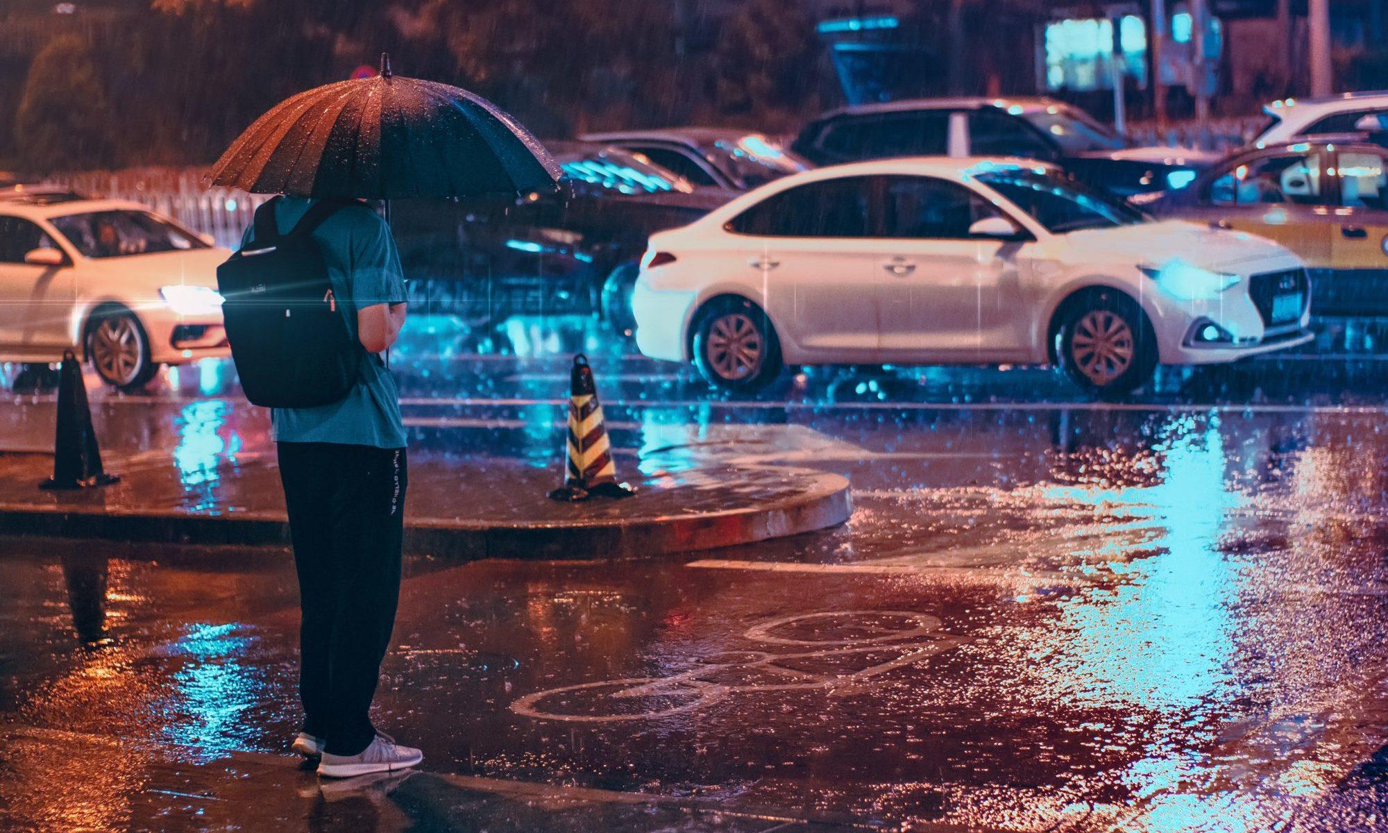 雨の中の男